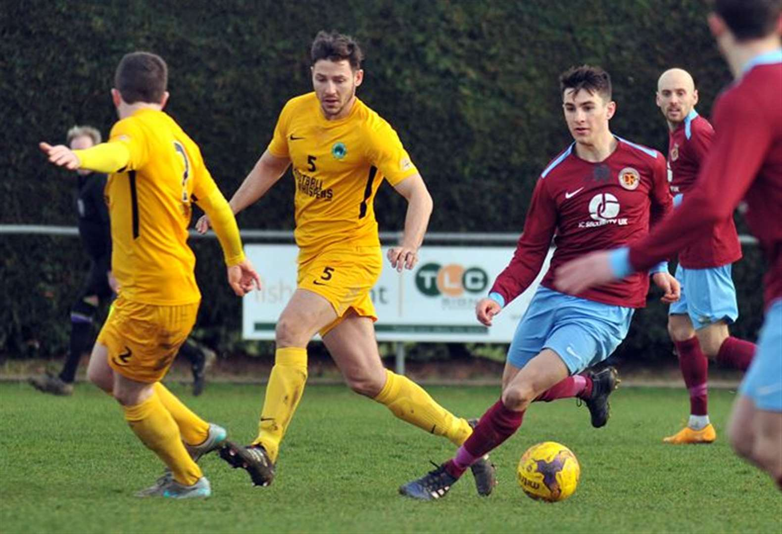 FOOTBALL: Clarets return to winning ways as Dunn delivers fine finish