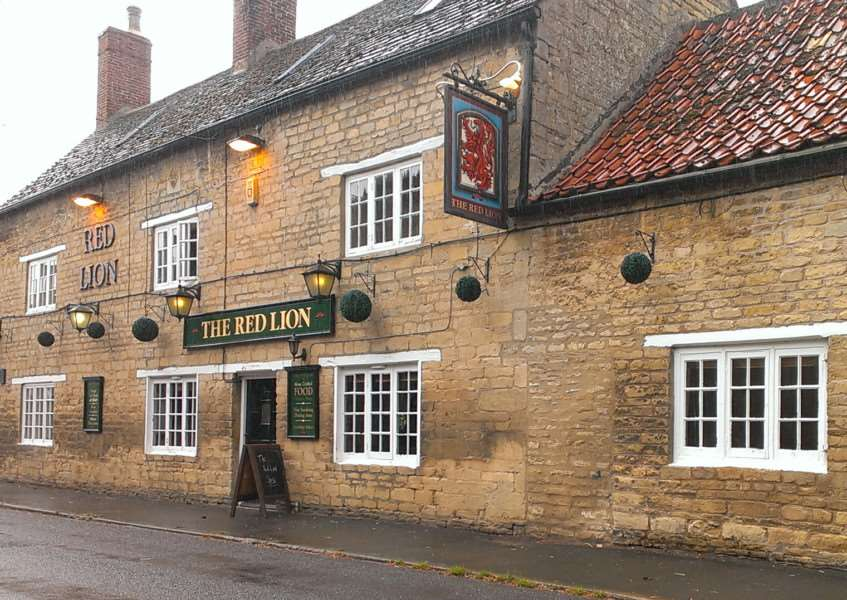 Brad Barnes dines at The Red Lion, West Deeping